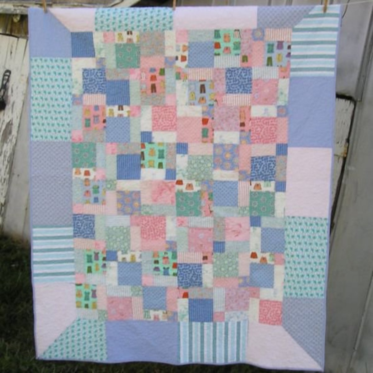 For this quilt, I used a fat quarter bundle to create a boat load of random disappearing nine-patch squares that are framed by mitered borders.