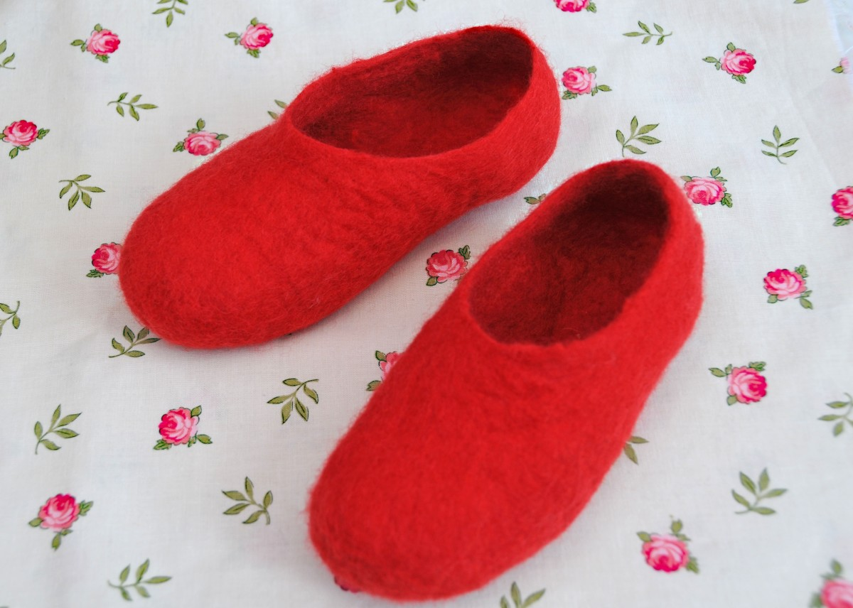 The completed red slippers
