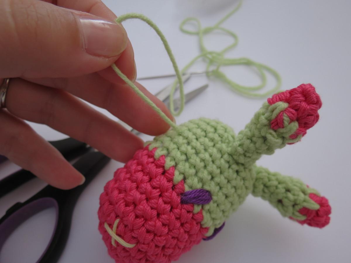 Diy Free Crochet Pattern For Baby Rattles : DIY Free Crochet Pattern of a Giraffe Like Baby Rattle ...