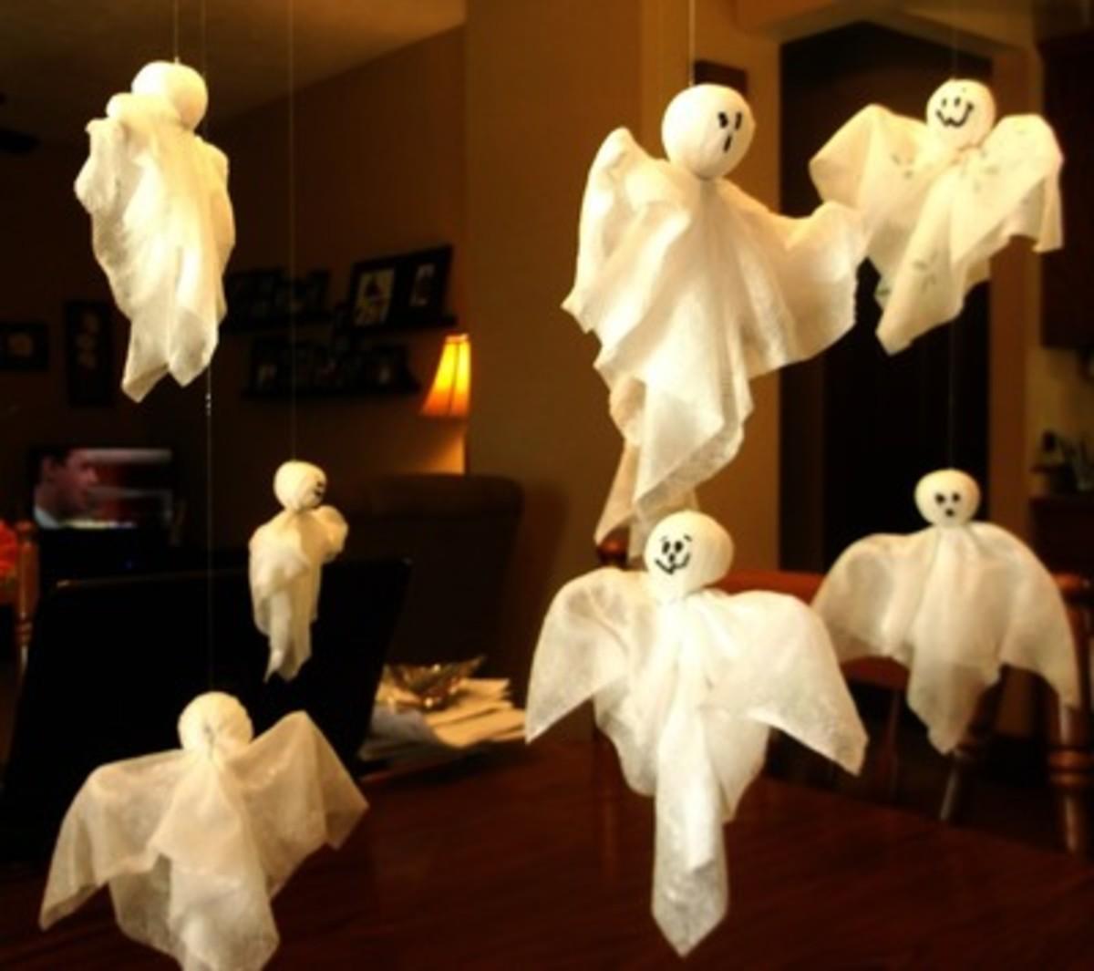 posable-paper-towel-halloween-ghosts