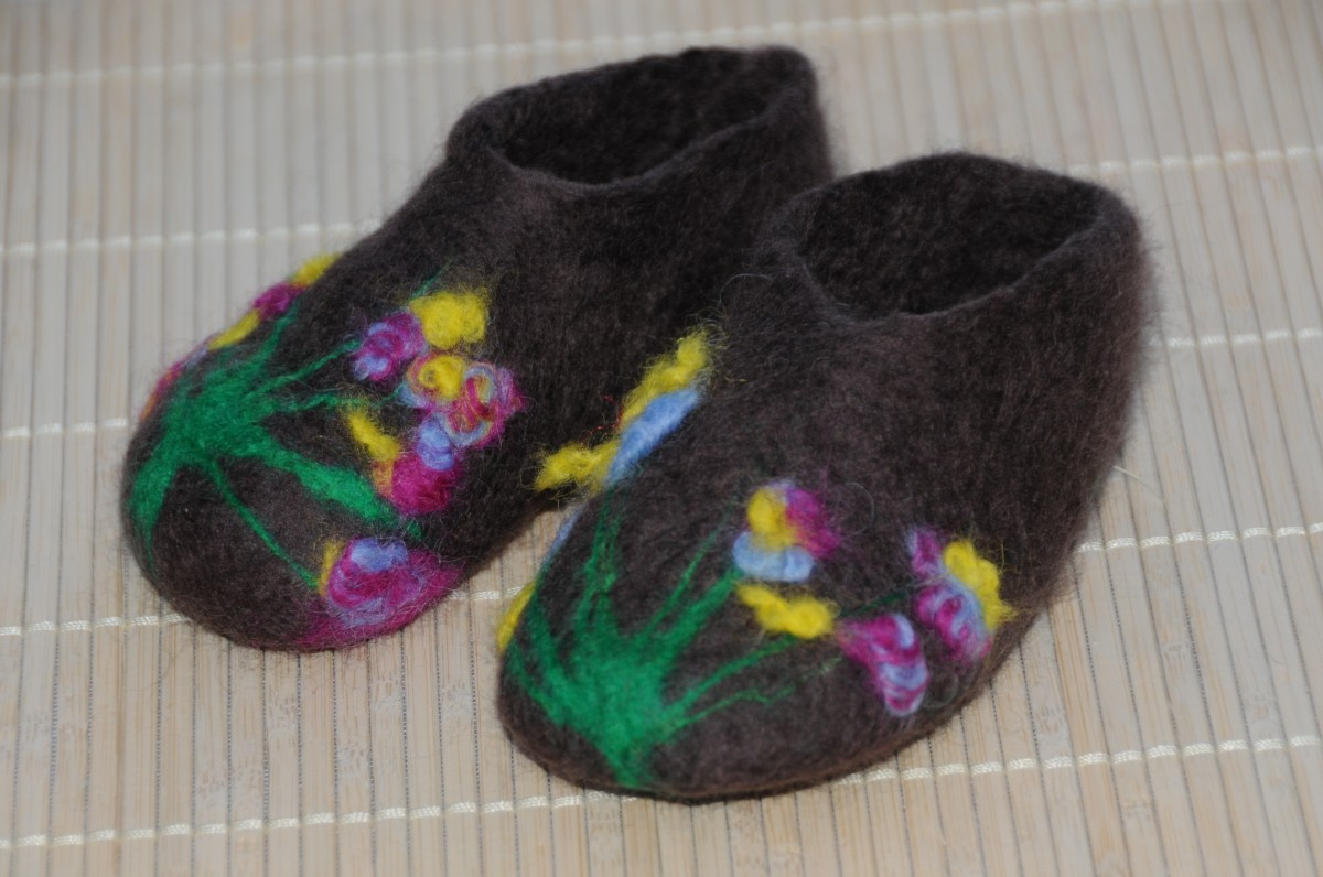 Once the booties have become felted, rinse well in hot and then cold water and if necessary neaten off the top edge.