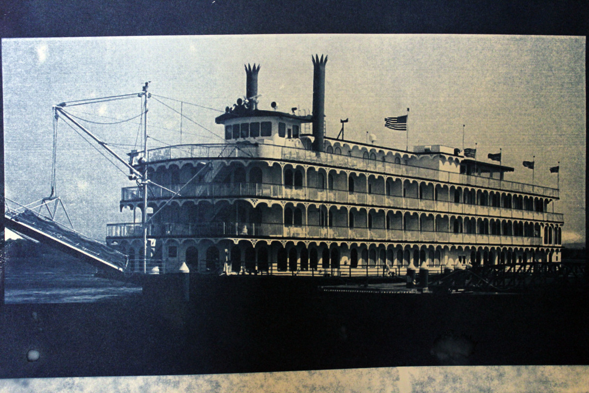 """""""Riverboat."""" The form is nice but there is too much contrast."""
