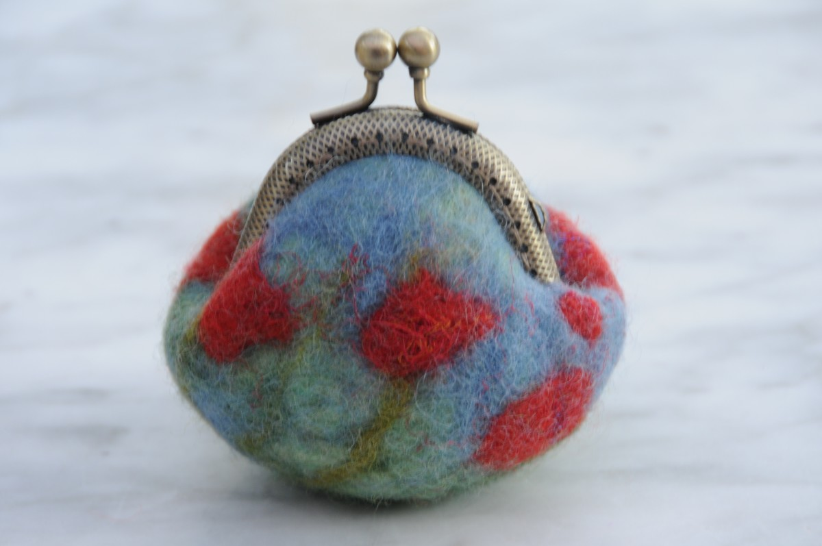 A poppy covered felt coin purse.