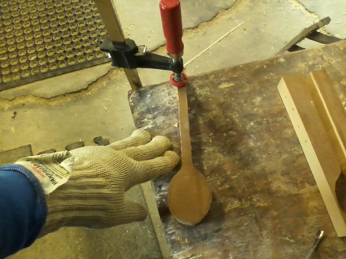 The spoon is securely clamped to the bench top.