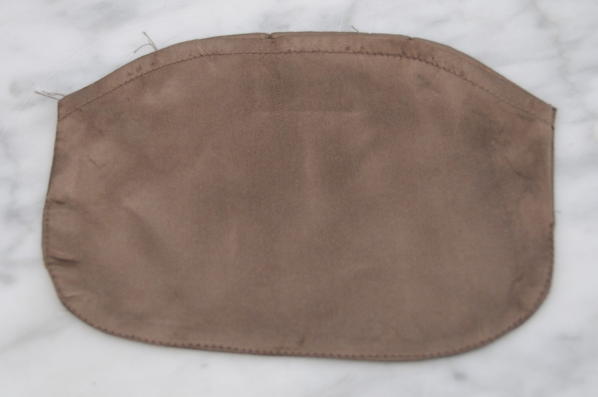 Showing the outside of the optional lining
