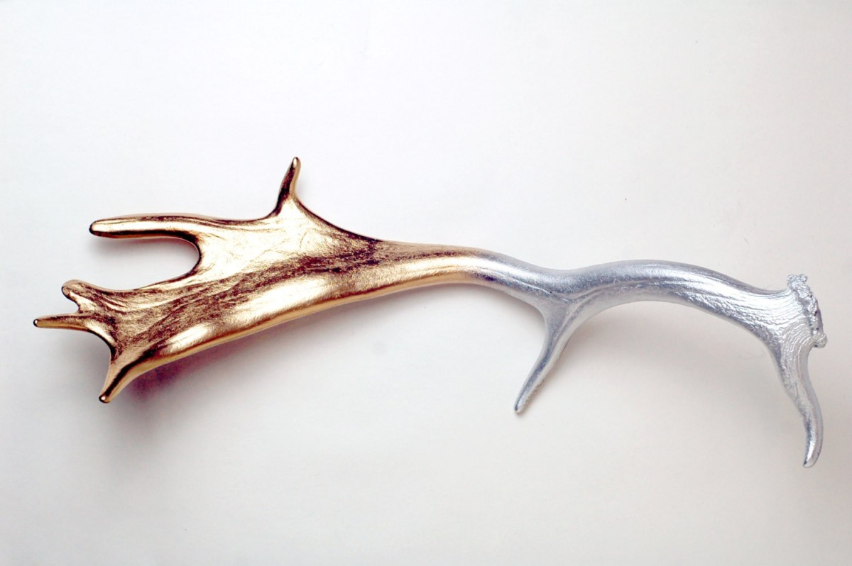 Not all antlers need to be Southwestern in style. This Fallow deer antler was covered in metallic silver and gold spray paint to achieve a beautiful, shiny gradient.
