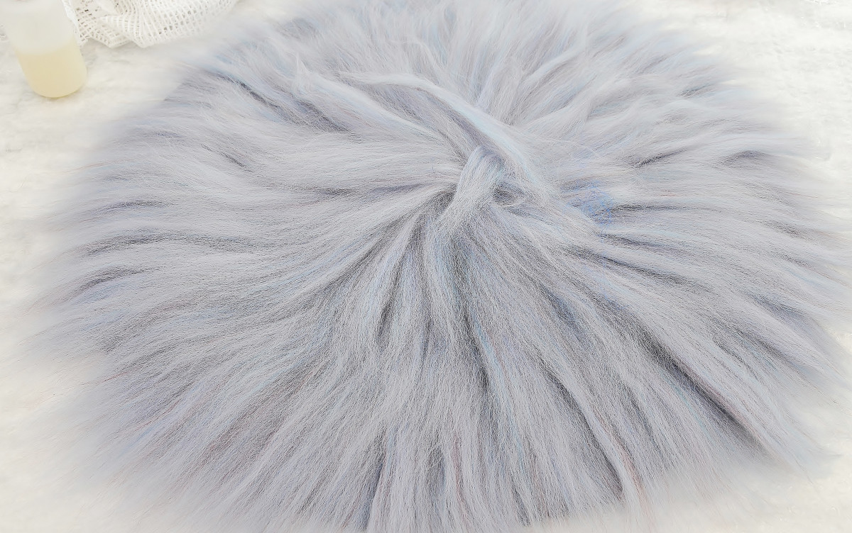 Cover with a layer of fibers