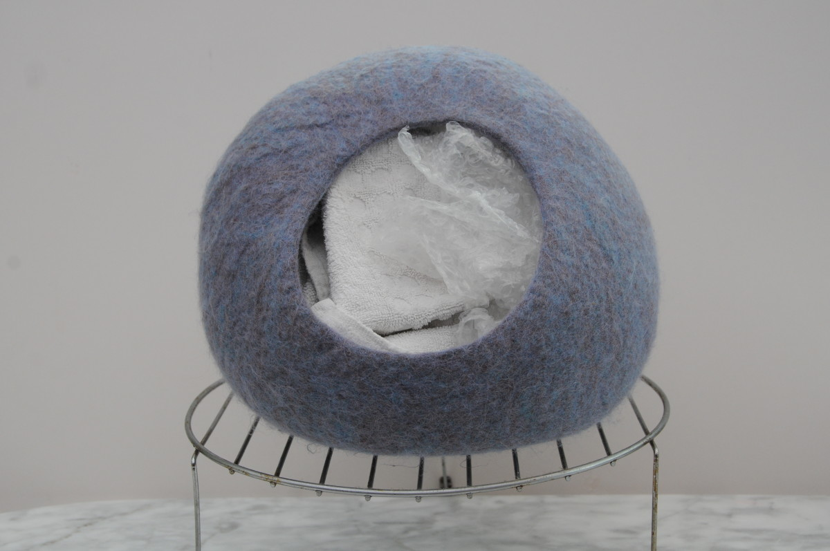Cat cave stuffed with towels and bubble-wrap, left to shape and dry on a cake rack.  Remove the towels and bubble-wrap when it can be seen that the shape will be maintained.