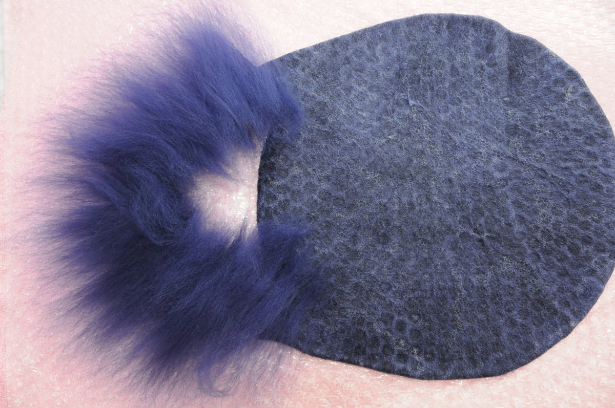 how-to-make-a-wet-felted-bird-pod-use-a-resist-shape-with-a-balloon-and-a-tumble-dryer