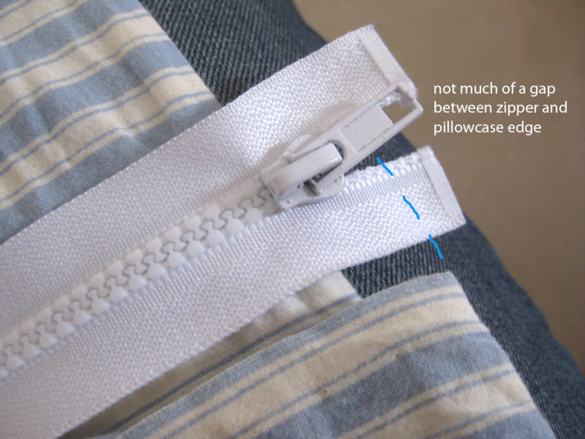 It's OK to have up to a 1cm gap, but no more between the zipper's end and the end of the pillowcase.