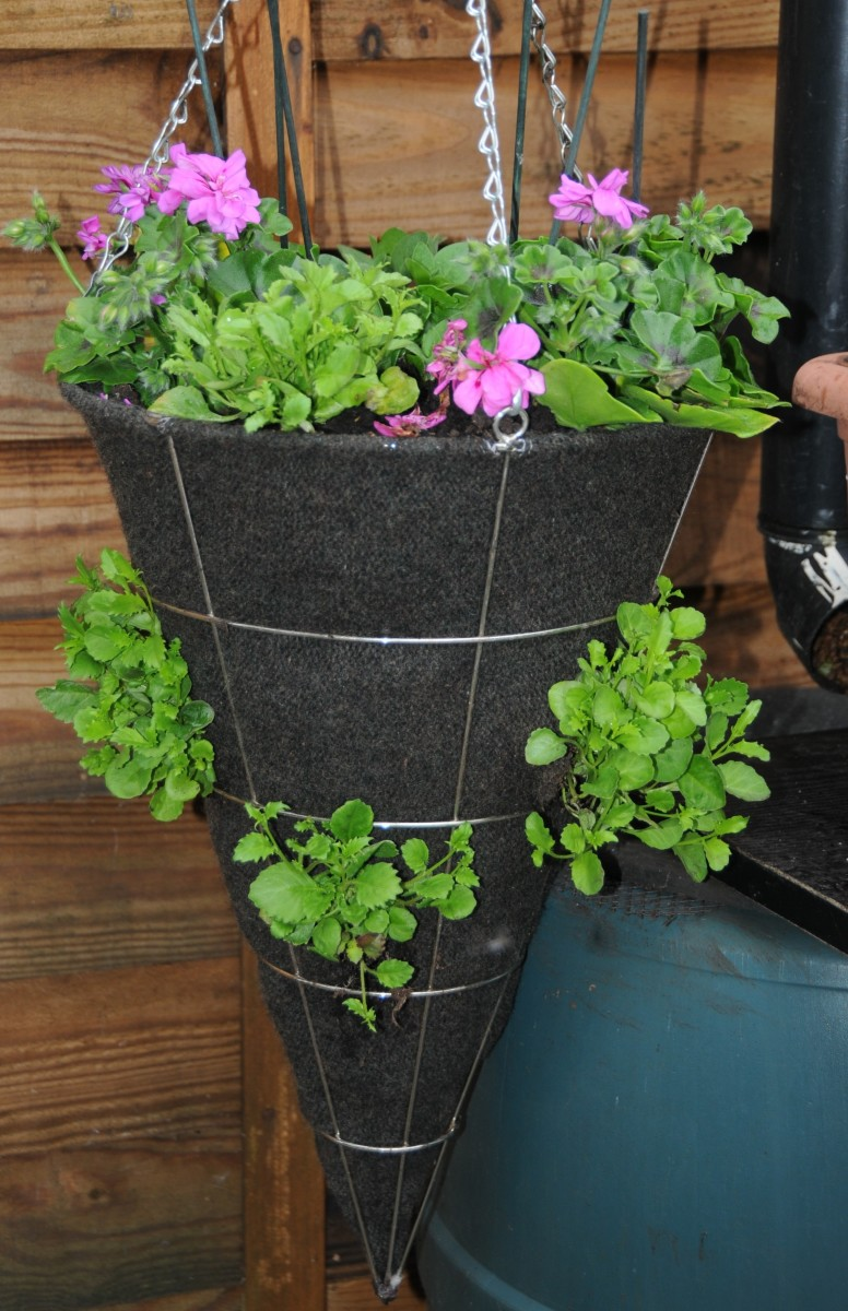 How to Make Hanging Basket Liners with Wool Sweaters | FeltMagnet
