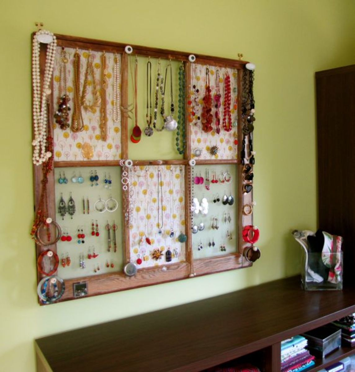 Creative Ways To Repurpose Old Windows Into DIY Picture