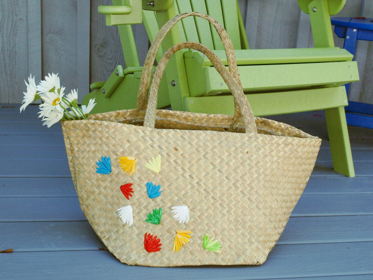 Straw Bag Embellished with Flowers Made From Recycled Plastic Bags - A cute retro look for a new bag!