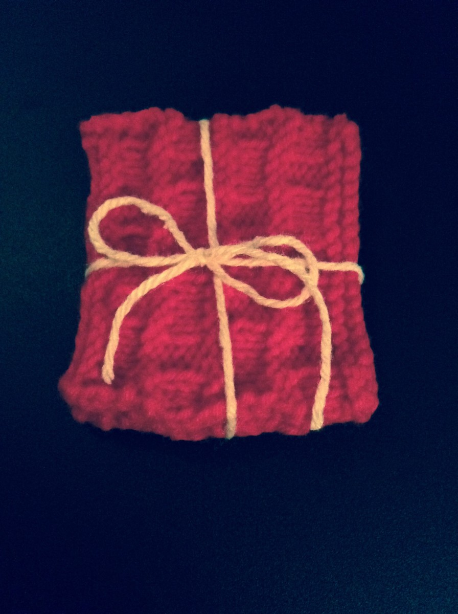 A nice coaster set for any holiday! Use some string tied in a bow to make a beautiful homemade knitting gift more personable!
