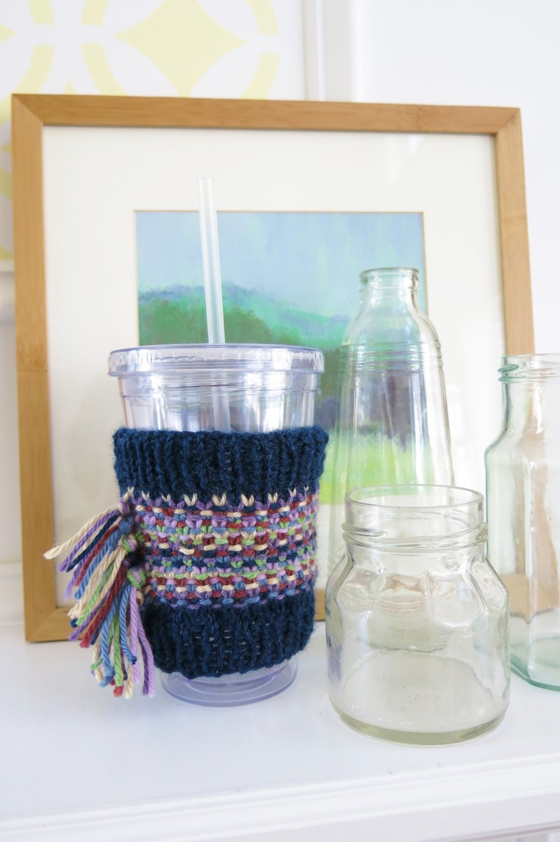 This colorful cup cozy would make a great gift or a quick stocking stuffer for the holidays!