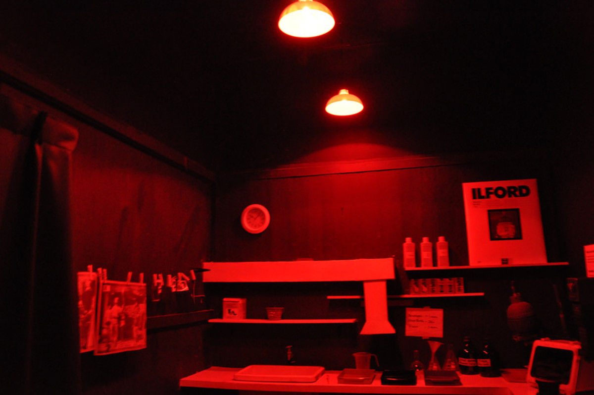 This is the sort of dark room that I painted in. The kind that they use for film photography.