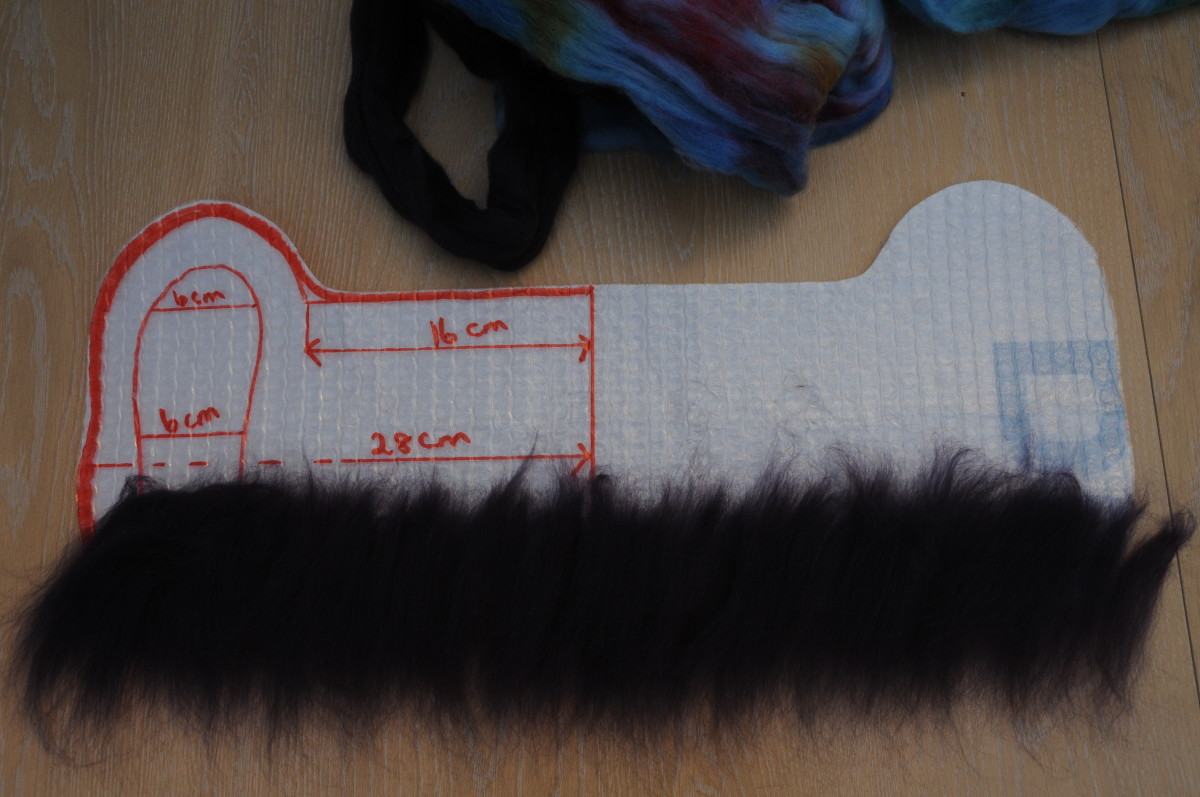 Cover the Template in Woolen Fibers