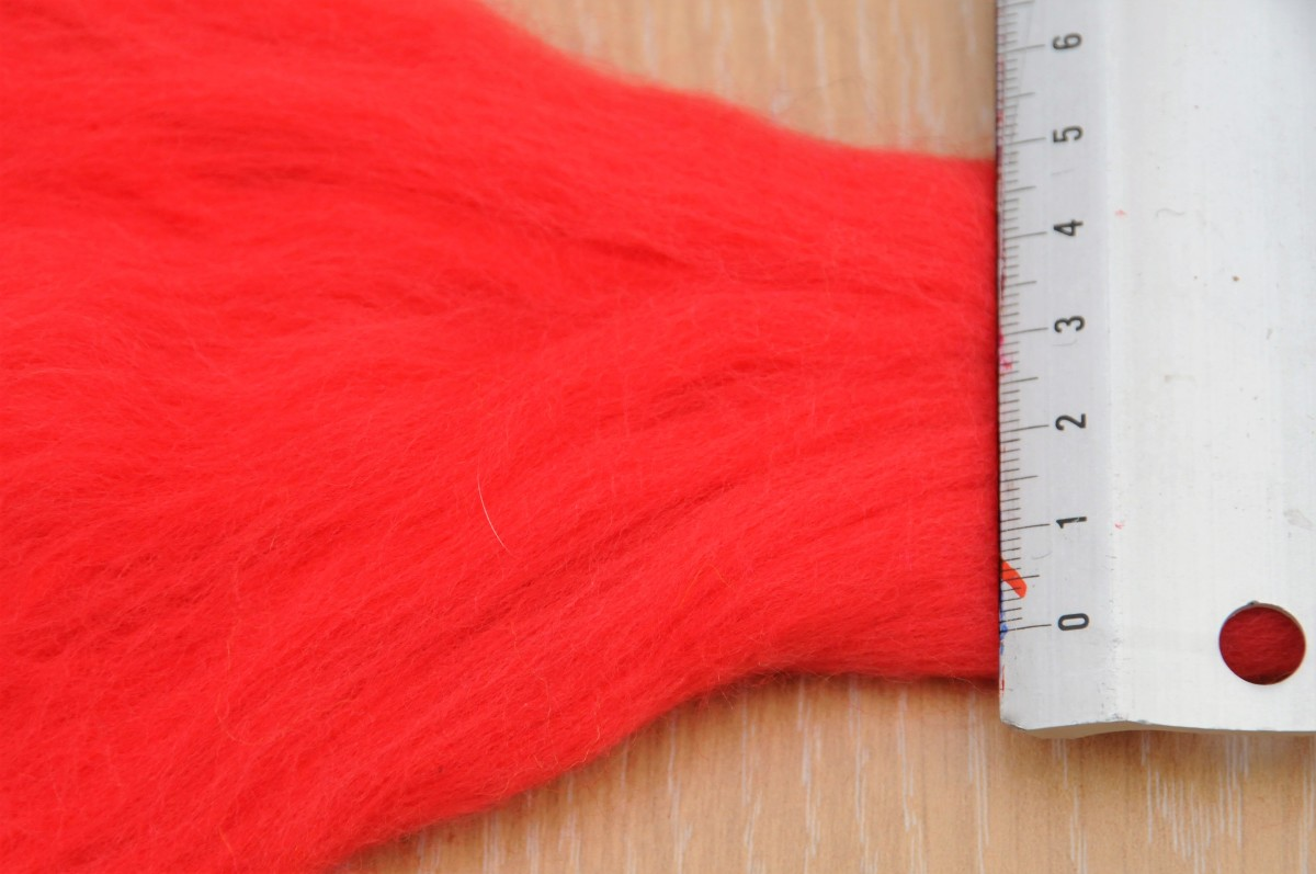 The roving which was only 5 cm across should be opened up to measure around 13/14 cm to form a flat even piece of woolen fibers.