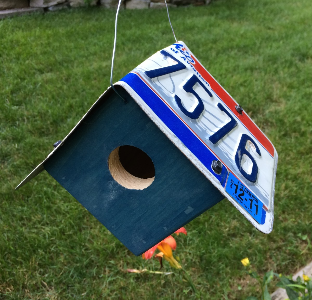 The Little Hanging Birdhouse