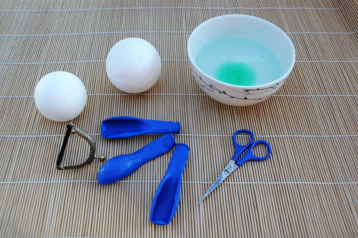 2 Polystyrene balls, a pair of scissors, a few Party Balloons, a bowl of hot soapy water and a tiny coin purse frame.