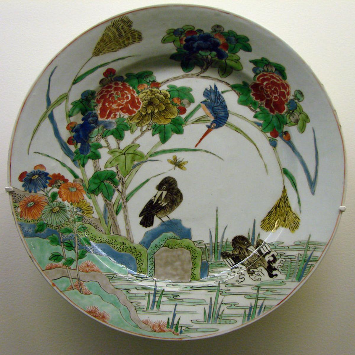 Plat à décor aquatique, dynastie Qing, période Kangxi (1662-1722), fin du 17ème siècle. Mu
