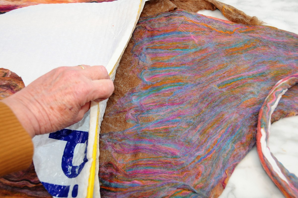 Work the fibres into the interior of the bag for a neat finish.