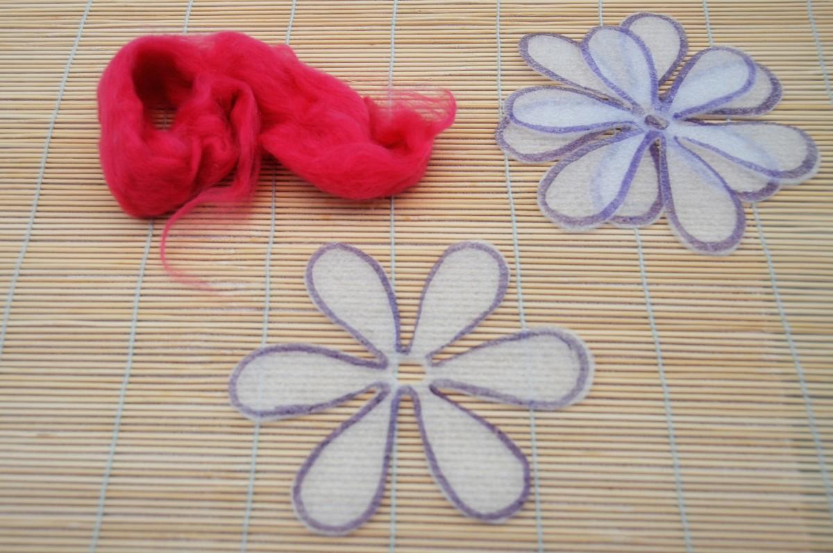 Here's my merino wool roving and three flower templates.