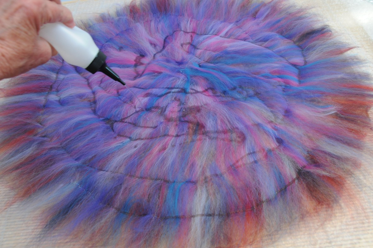 Wet the wool roving