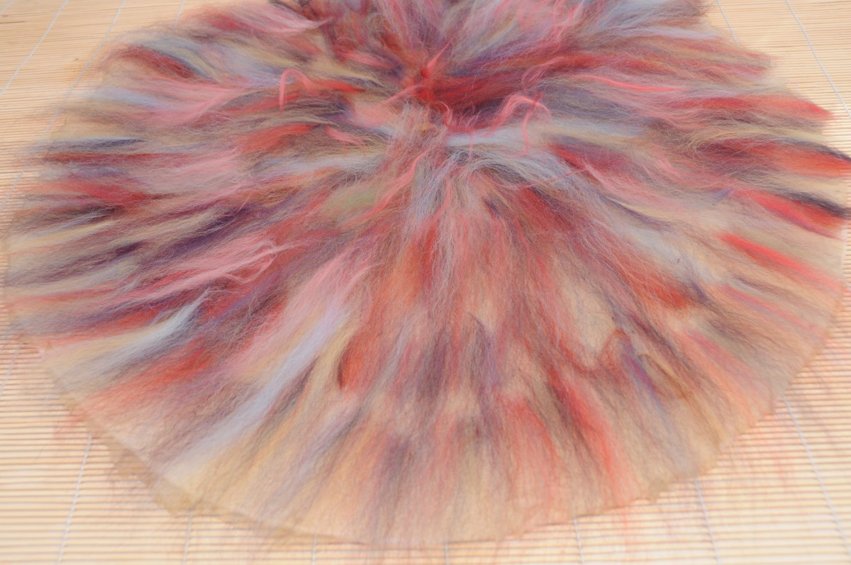 Cover the silk with a fine layer of wool roving
