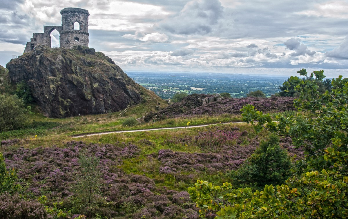 Mow Cop Castle is a grade 2 listed building which boasts spectacular views across The Potteries and the Cheshire plains.