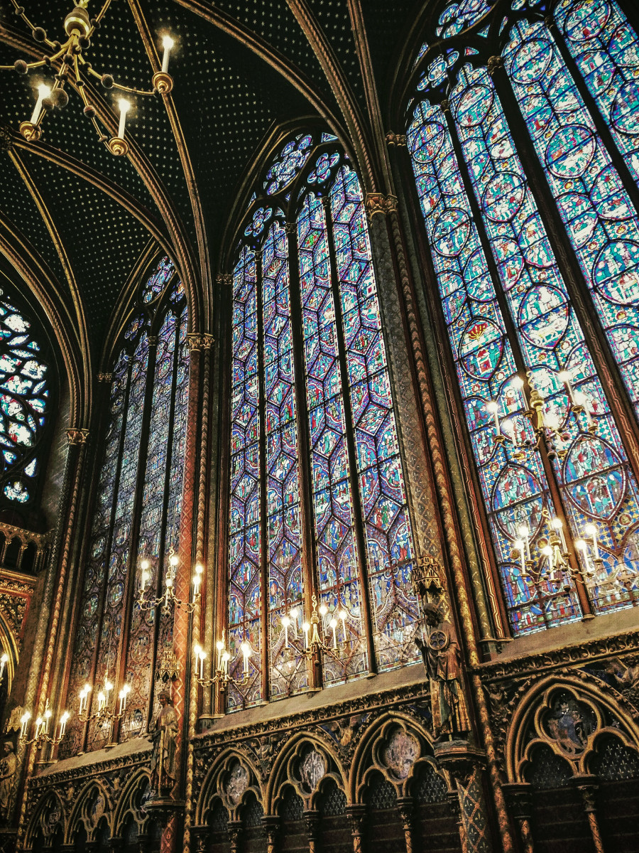 Despite being the paramount example of gothic  architecture, the Saint Chapelle in Paris (France) is not an easy place to shoot in! Nevertheless, I managed to get a good picture using my tips. And guess what? This was shot with my phone (OnePlus 3)