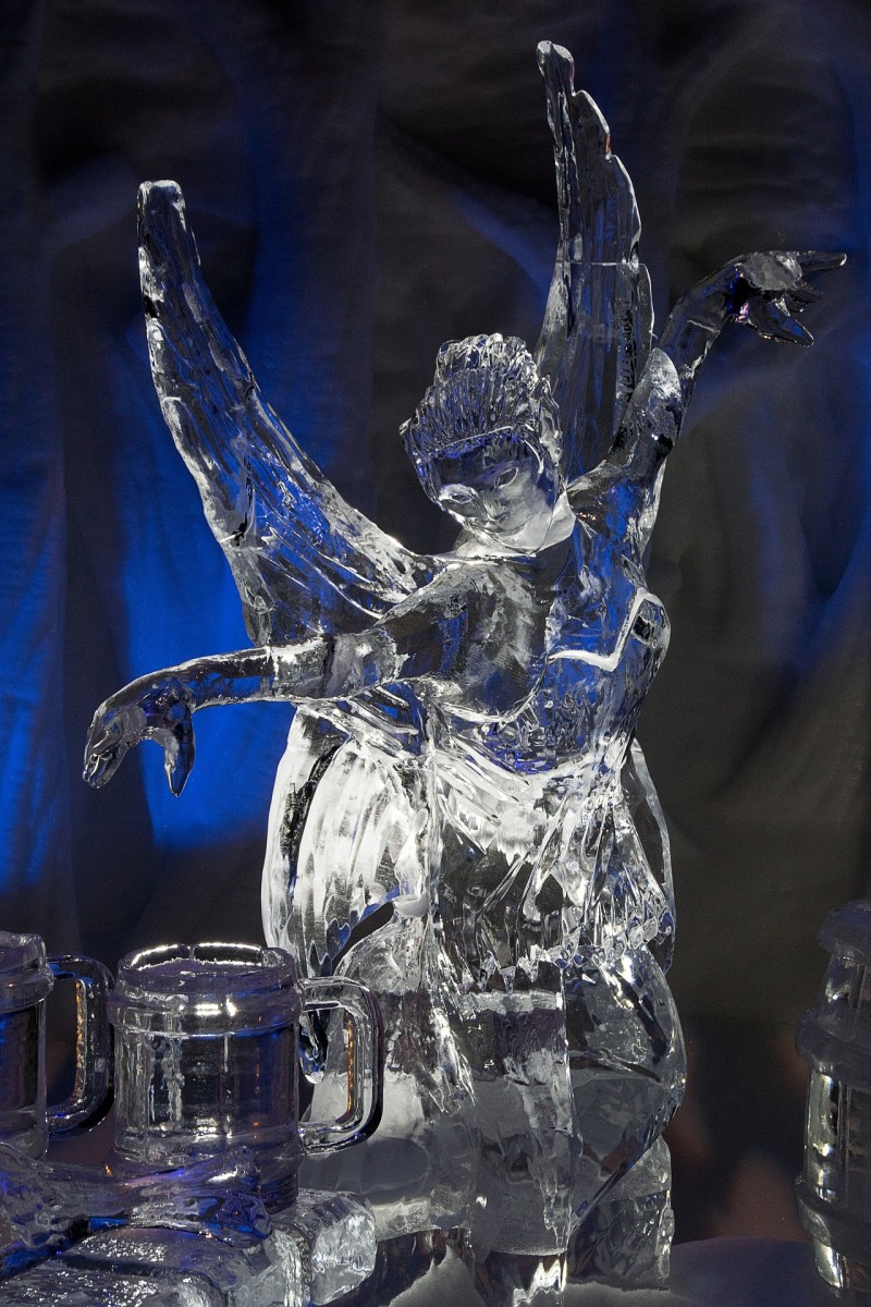 Ice sculptures require speed when working because of the cold temperatures. The life length depends on the temperature of the environment.