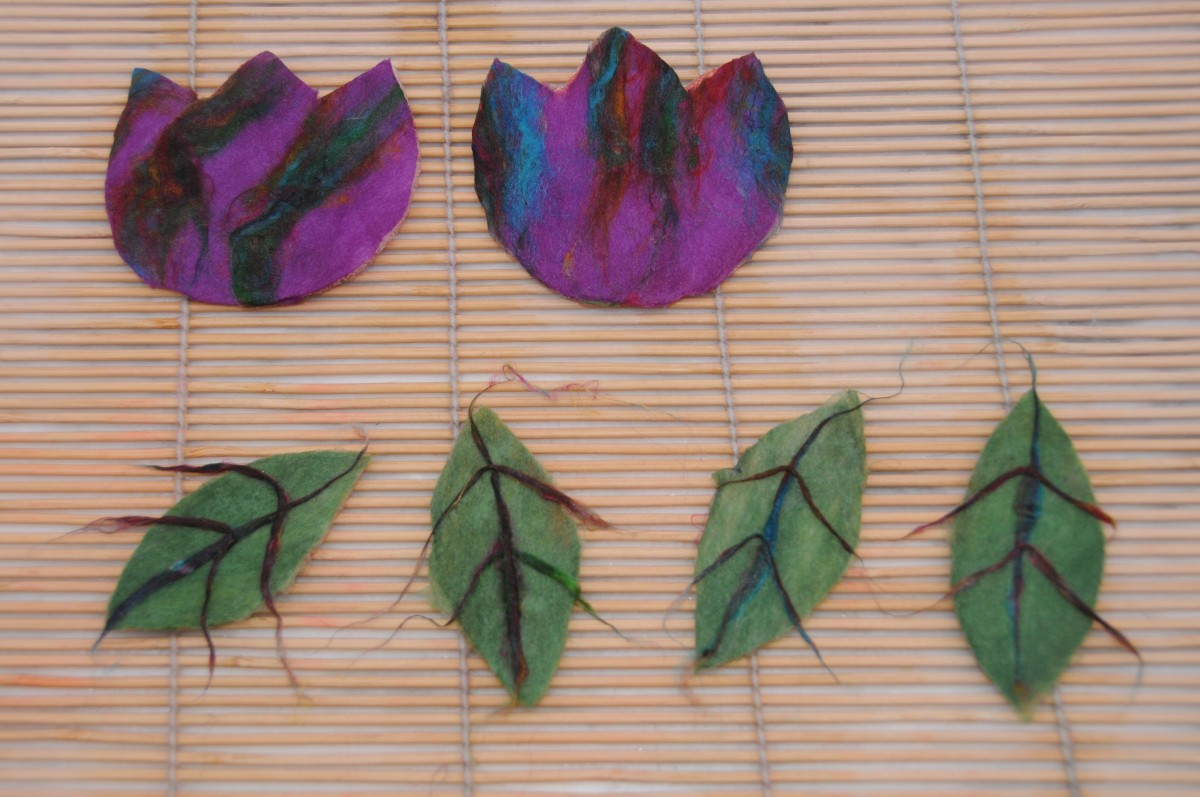 Leaves with veins and flowers with trimmed edges.