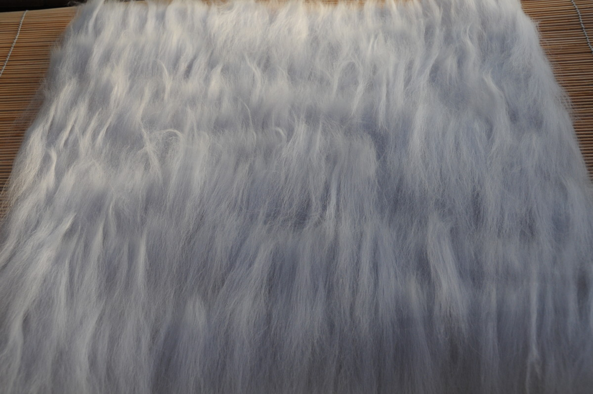 This is the first layer of wool roving placed in one direction.