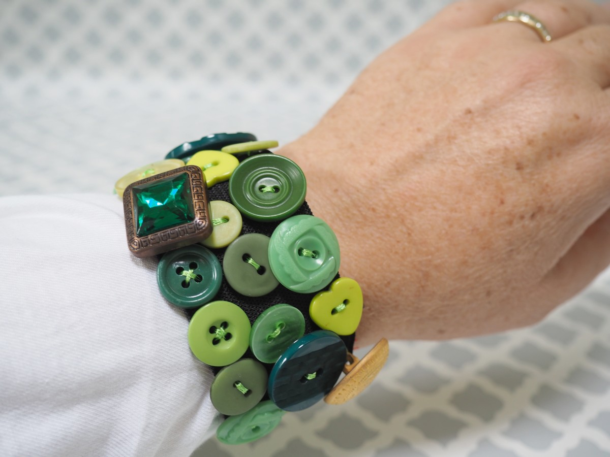 The finished product, a fun and funky elastic button bracelet that is easy to make.