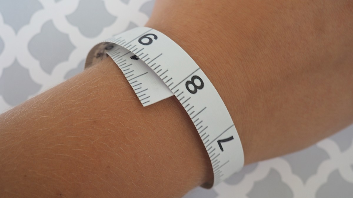 Measuring your wrist.