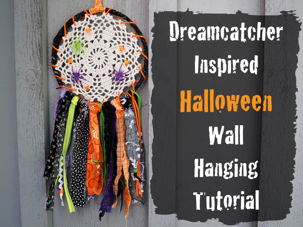 Looking for an easy craft to do for Halloween?  Here's the one, a dreamcatcher inspired wall hanging.