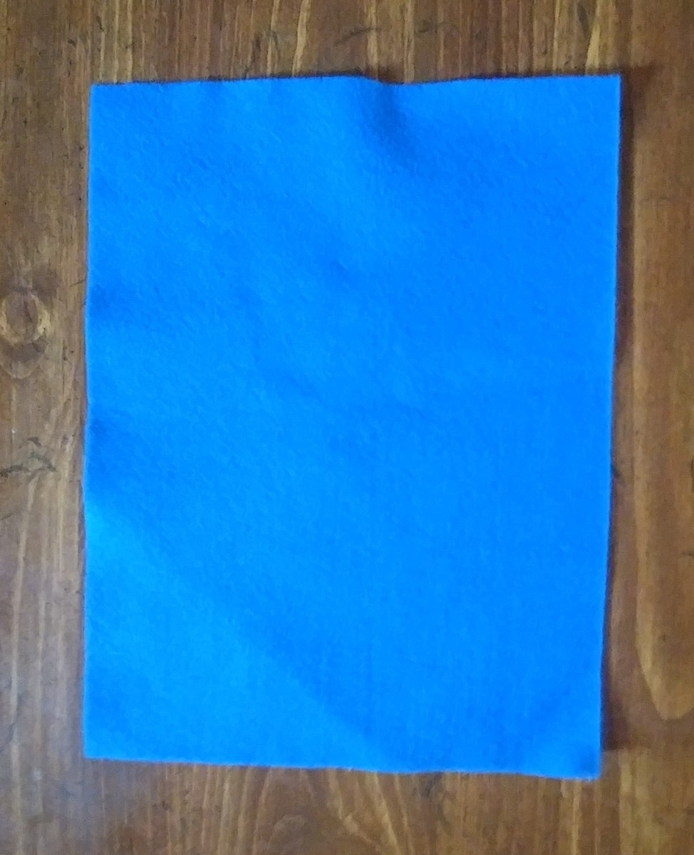 You will need one felt sheet, any color you wish.