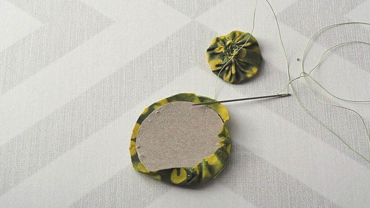 diy-jewelry-tutorial-how-to-make-earrings-out-of-fabric-yo-yos