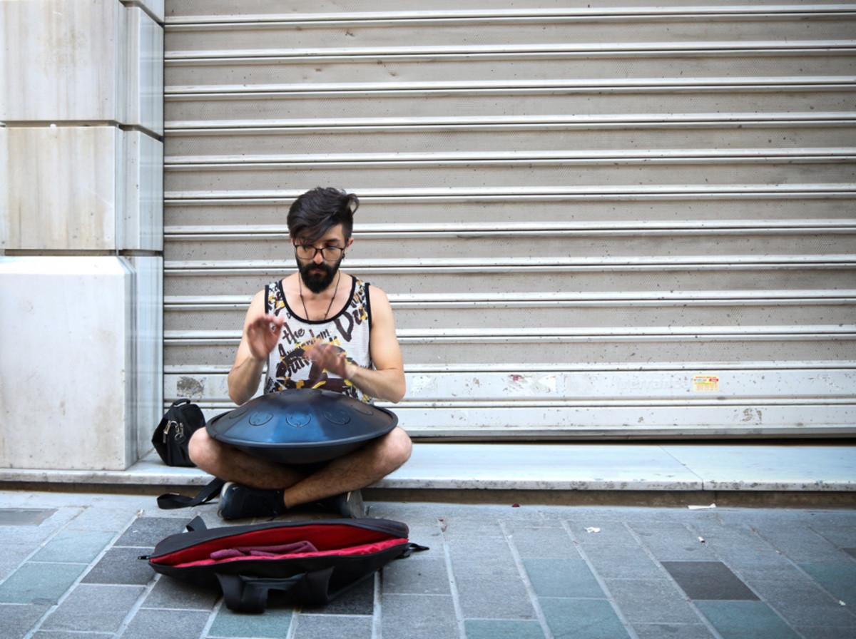 http://Street musician, Istanbul.