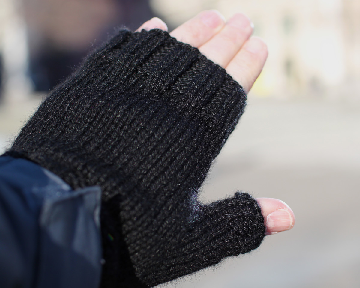 Fingerless gloves that needed a bind off and pick up around the thumb