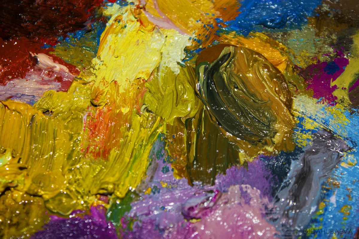 Mixing color on the palette and applying it with unusual tools can create very interesting textures and edges.