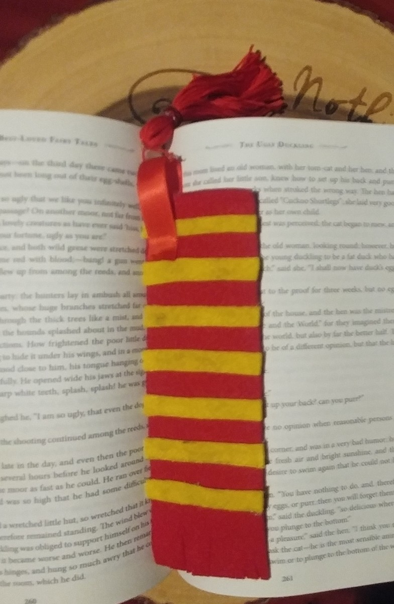 The ideal bookmark to save the page of your favorite Harry Potter installment.