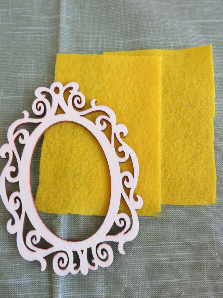 You'll need some yellow felt and a wooden frame.