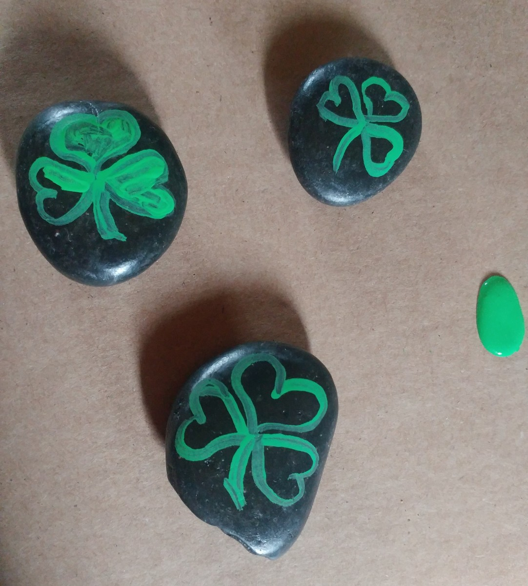 Paint the shamrocks solid.