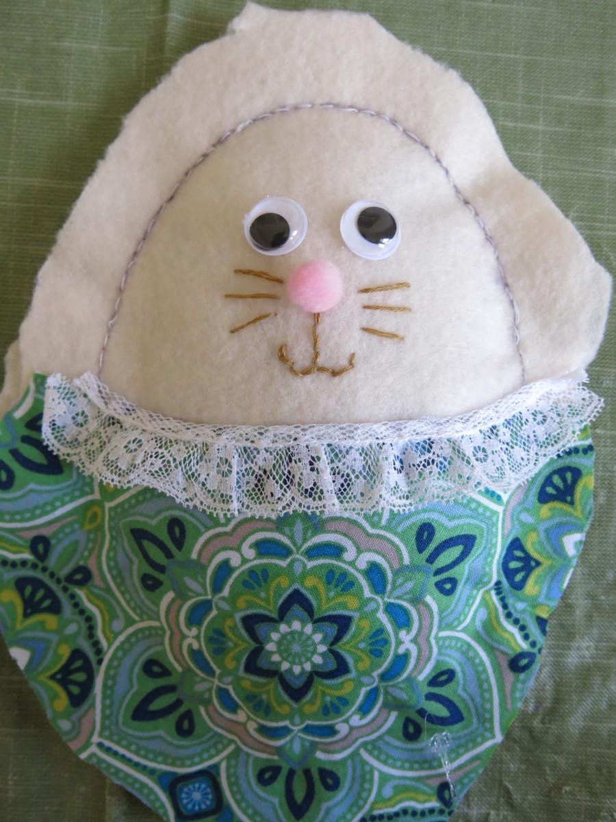 diy-easter-bunny-felt-wall-decoration
