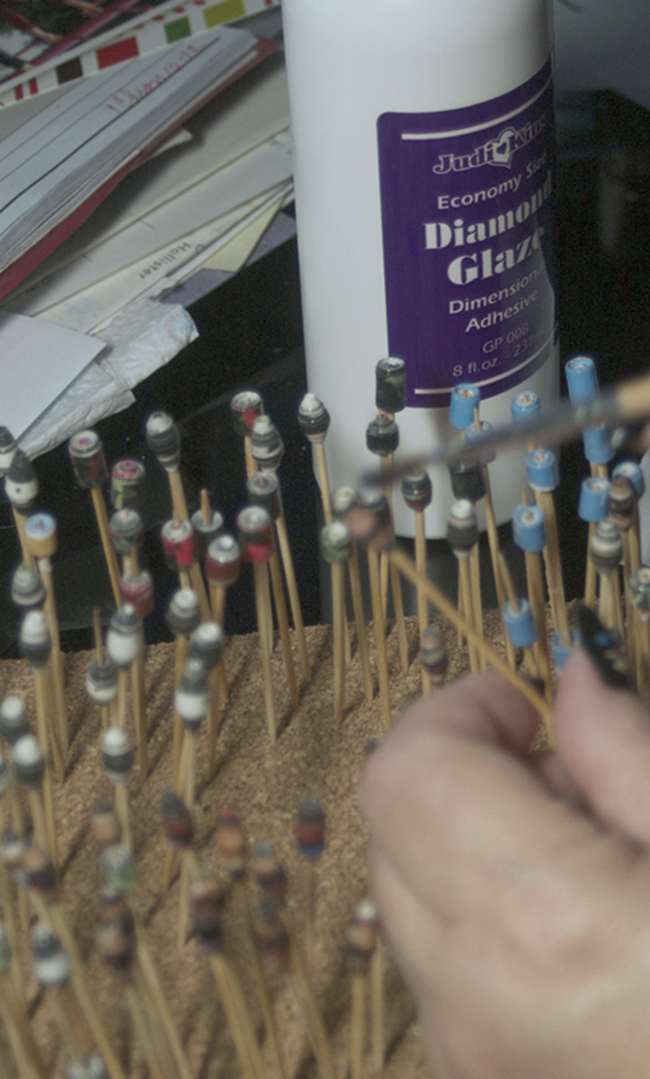 Dry the glazed beads on toothpicks
