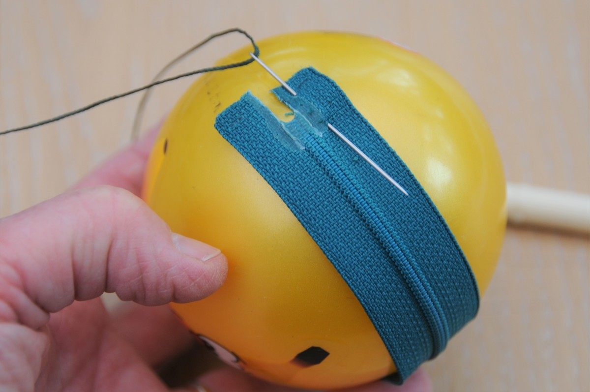 Line up the zip on the join line of the ball.