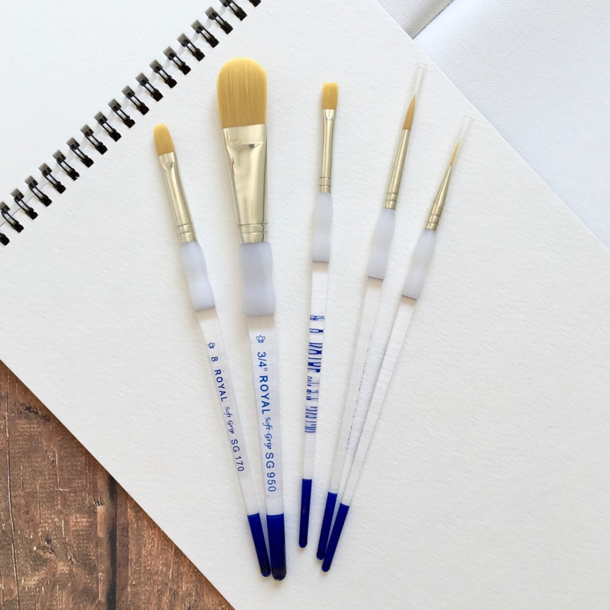 Golden Taklon Paint Brush Set