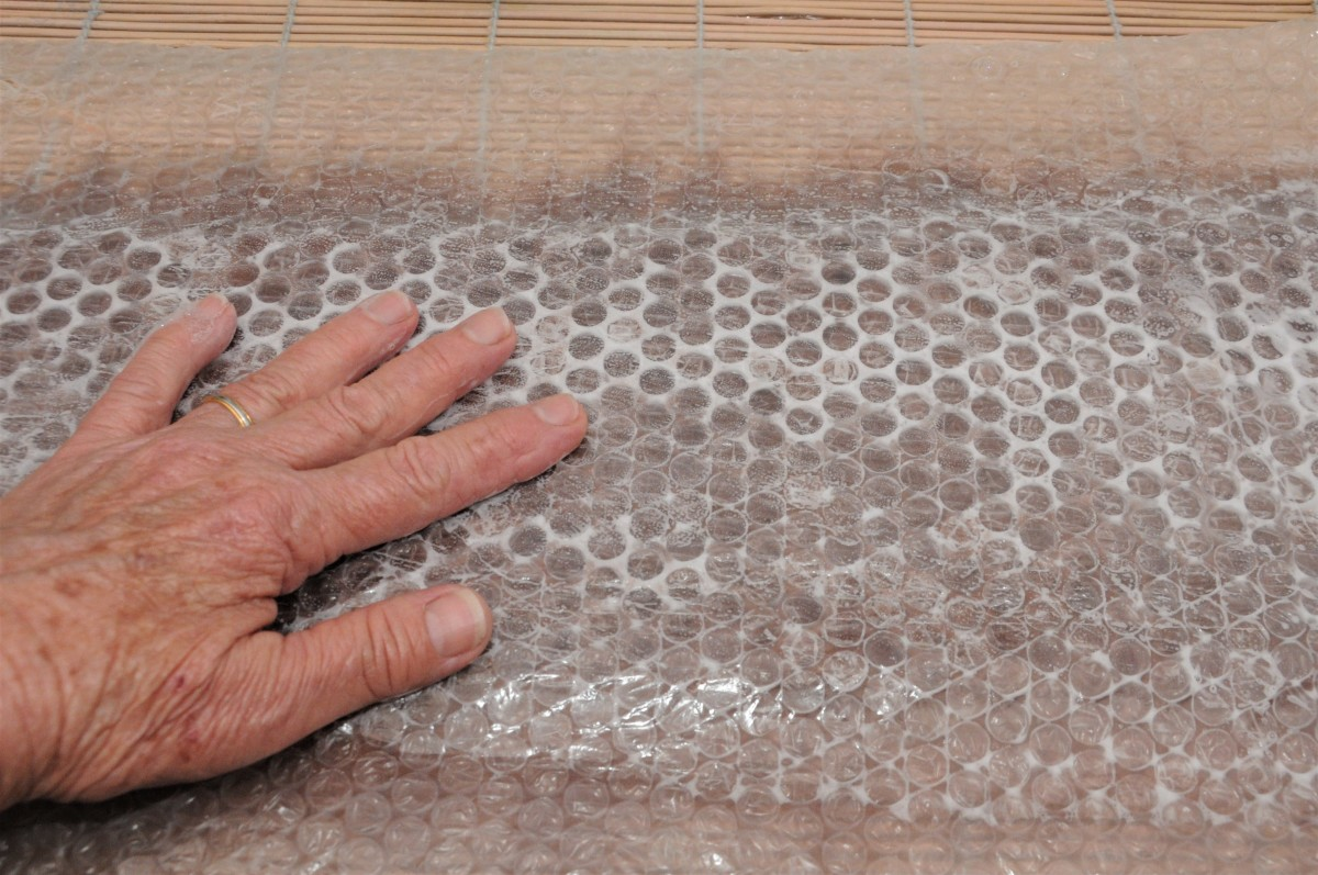 Rubbing the bubblewrap